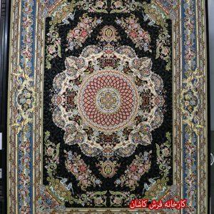 فرش کاشان – ۱۲۰۰ شانه برجسته طرح فرشته سرمه ای