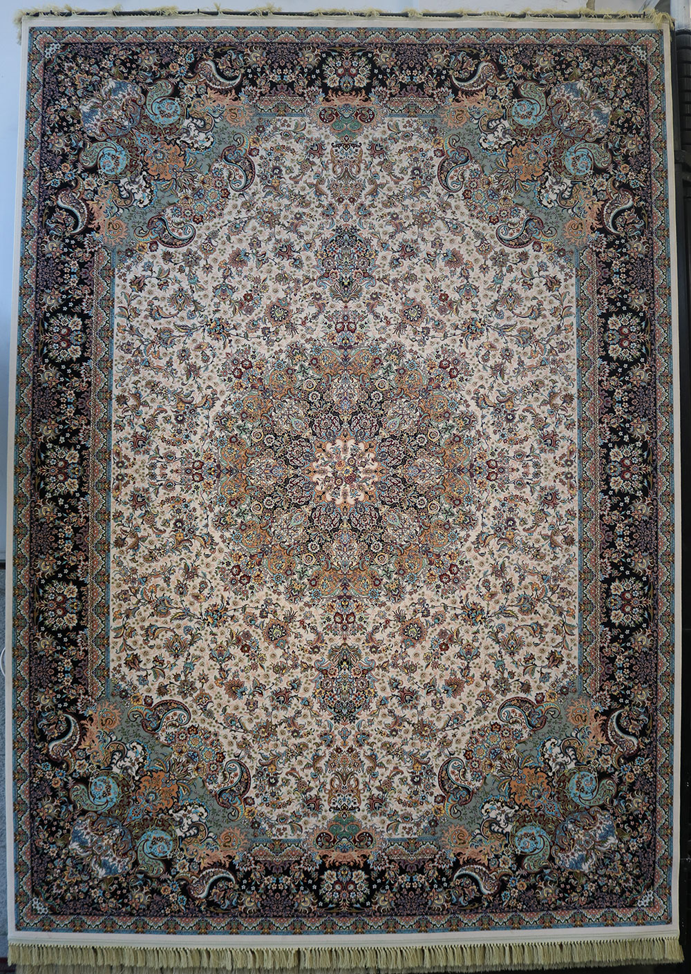 فرش کاشان- نقشه هزار گل 1200 شانه کرم رنگ